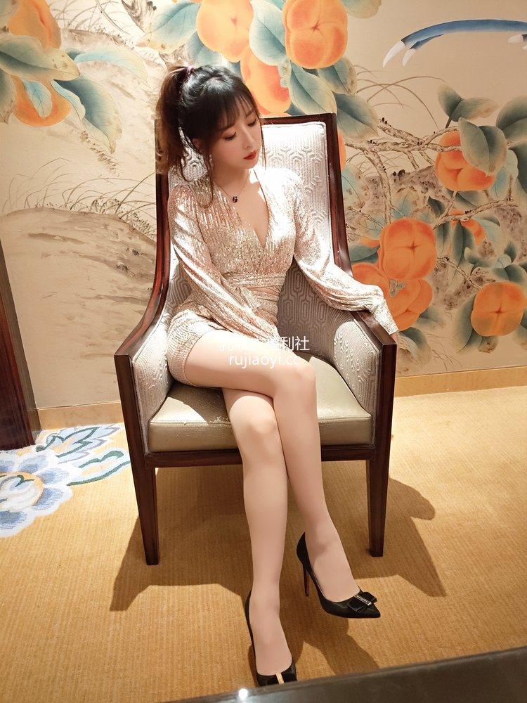 [网红杂图] 小女巫露娜 - 亮片裙肉丝 [22P141MB]