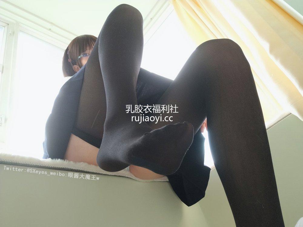 [网红杂图] 眼酱大魔王w - 小学妹 [35P151MB]