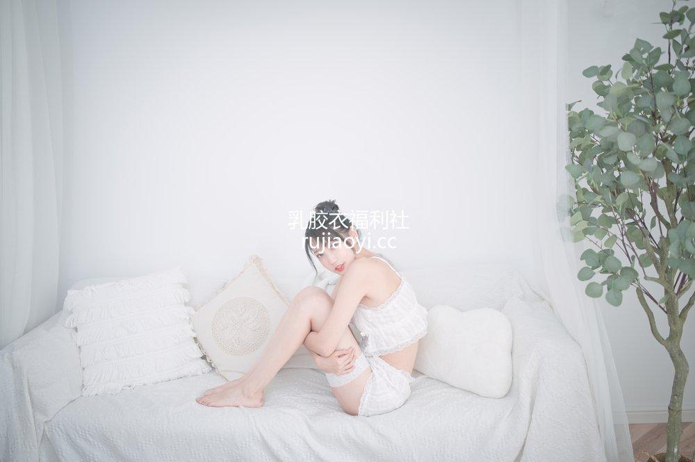 [网红杂图] 周叽是可爱兔兔 - 白色睡衣 [20P169MB]