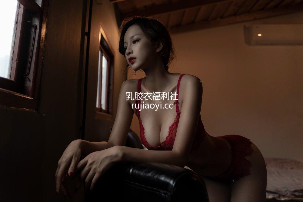 [网红杂图] Nicole小月 - 后窗 [36P1V550MB]