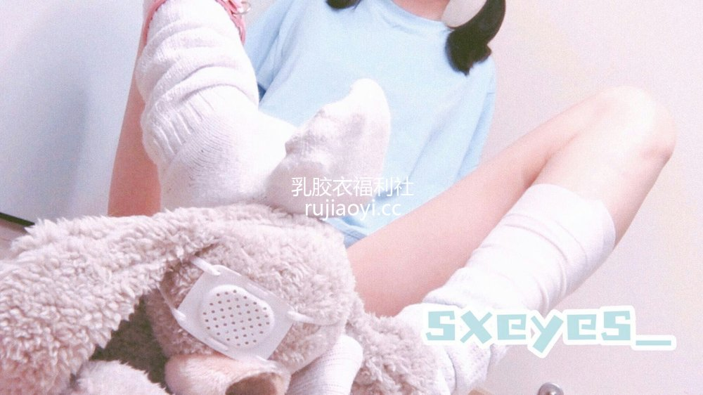 [网红杂图] 眼酱大魔王w - T恤白丝 [10P19MB]