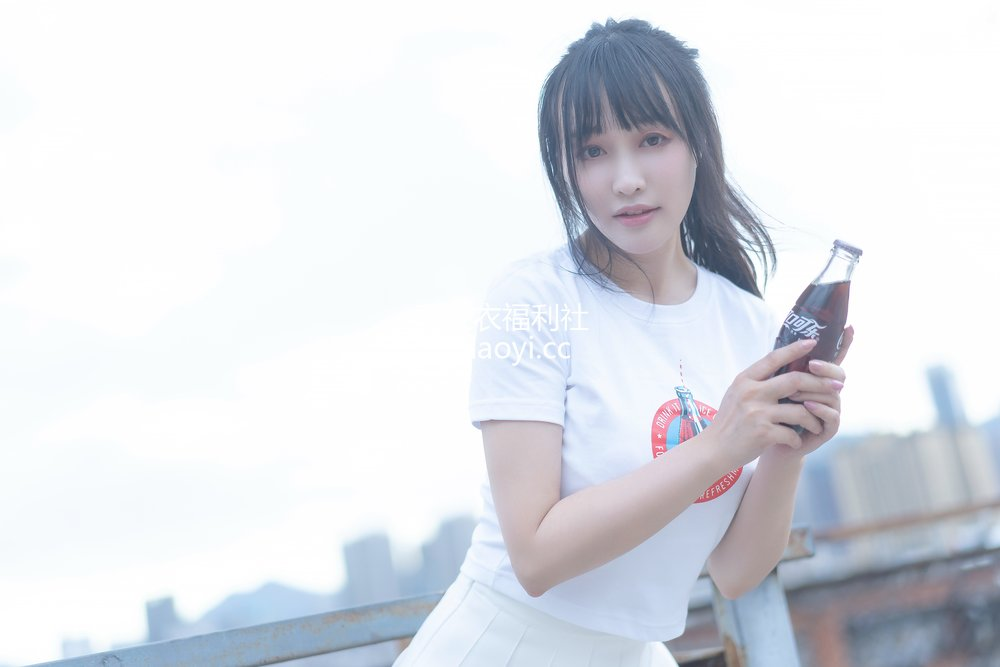 [网红杂图] 脱尾巴Mizuki - 可乐JK [18P33MB]