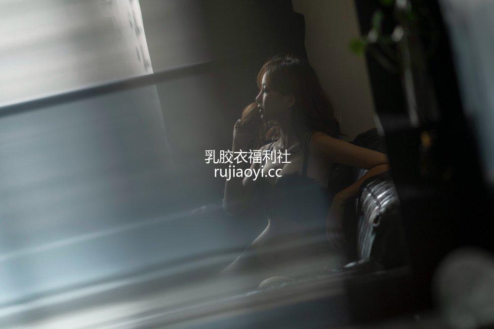 [网红杂图] Nicole小月 - 黑色内衣 [19P1V398MB]
