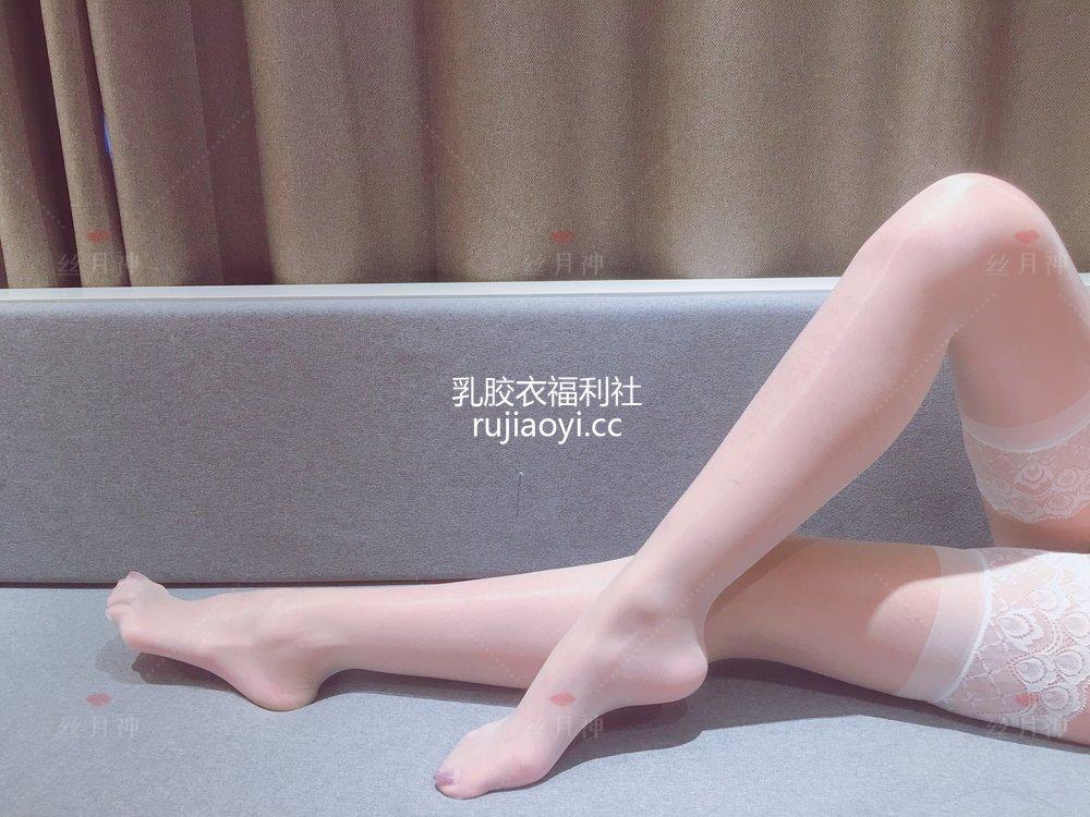 [丝月神] 2018.11.26 白色筒袜肉丝杏色高跟 [31P62M]