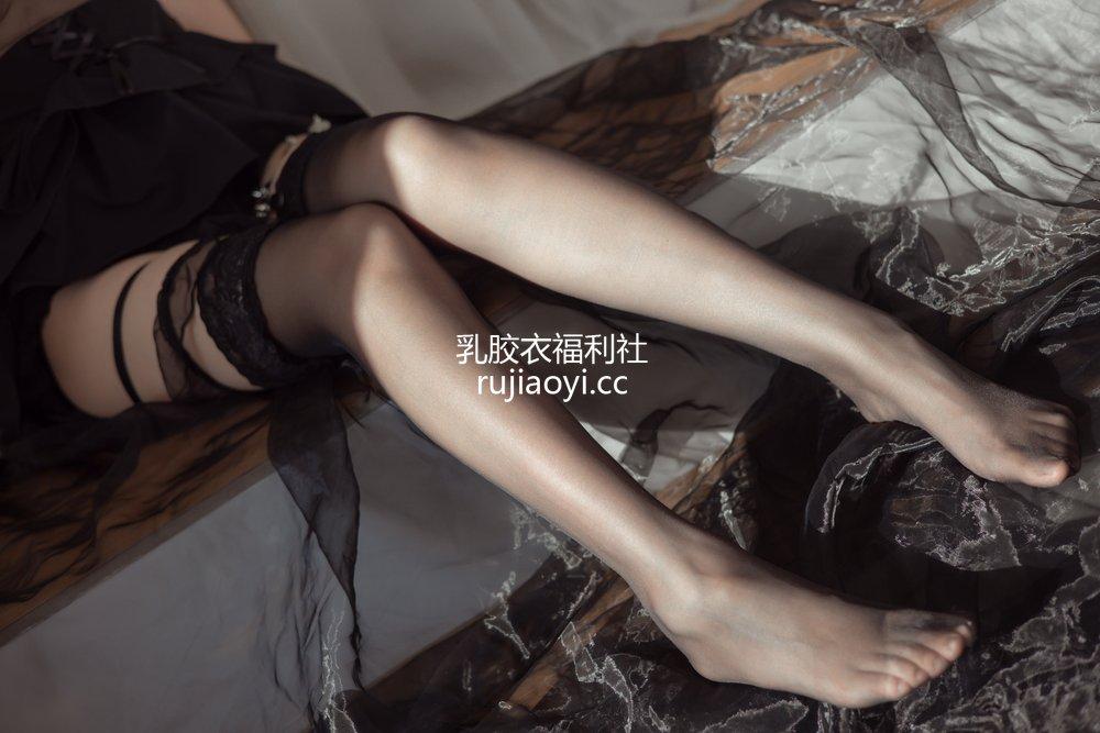 [网红杂图] 疯猫ss - 民宿黑裙 [40P4V919MB]